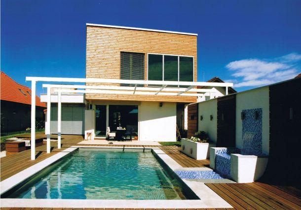 Swimmingpool im Garten::moderne Technik spart Energie ...