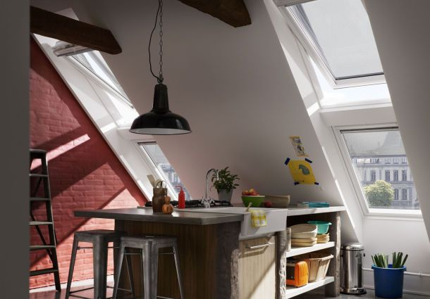 ganz sch n schr g wohnen unterm dach. Black Bedroom Furniture Sets. Home Design Ideas