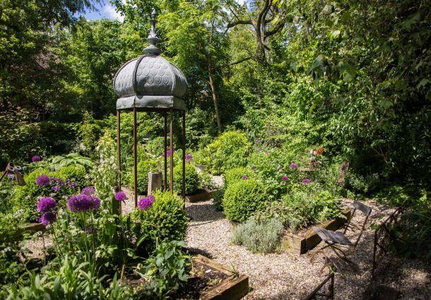 Gartengestaltung neues design f r sitzpl tze und gartenteich for Peter janke design mit pflanzen