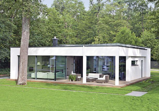 Flachdach: Moderne Dachoptik mit geringem Neigungswinkel ...