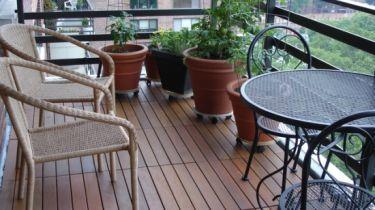 Fußbodenbelag Für Balkon ~ Holzfliesen auf dem balkon der richtige bodenbelag für draußen