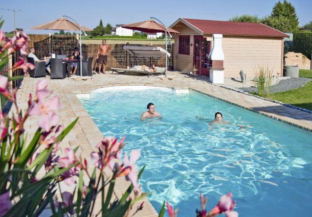 Pool bauen: So bringen Sie Badespaß in den Garten - bauemotion.de